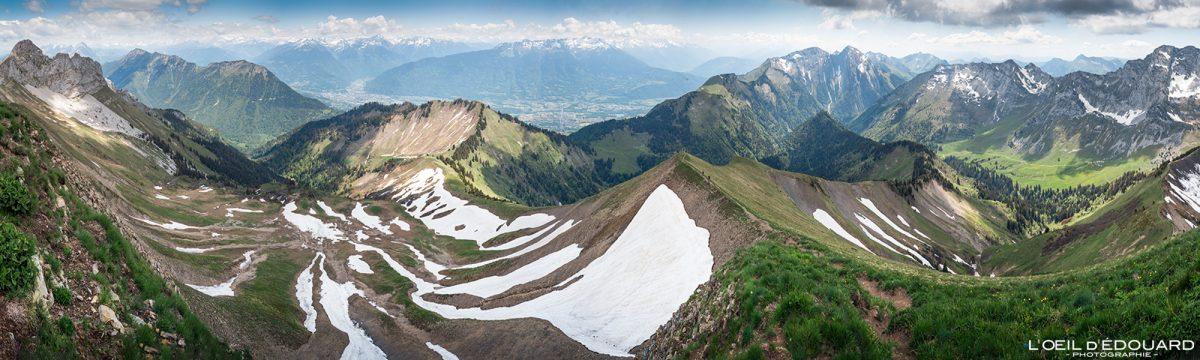 Vista panorâmica do cume de Pointe de Chaurionde: o Parc du Mouton - maciço de caminhada dos Alpes Savoy de Bauges França Paisagem de montanha - paisagem montanhosa Alpes franceses Caminhadas ao ar livre