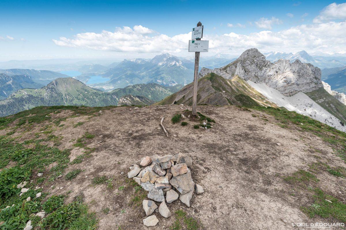 Vista do topo da Pointe de Chaurionde na Pointe de la Sambuy - Caminhada Massif des Bauges Alpes Savoie França Paisagem montanhosa - Vista superior paisagem montanhosa Alpes franceses Caminhadas ao ar livre Caminhada