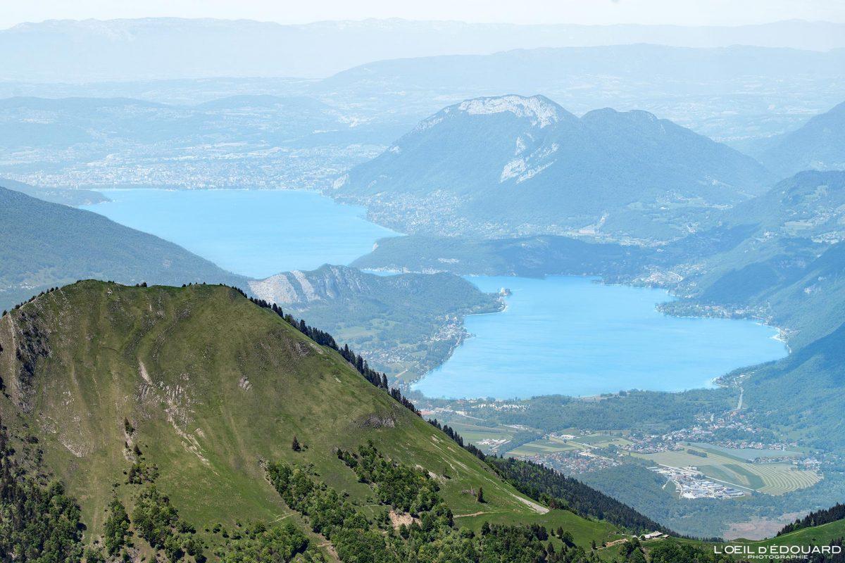 Lago Annecy, vista do topo da Pointe de Chaurionde - Caminhada no maciço de Bauges Alpes Savoy França Paisagem montanhosa - vista superior paisagem montanhosa Alpes franceses Caminhada no lago excursão ao ar livre