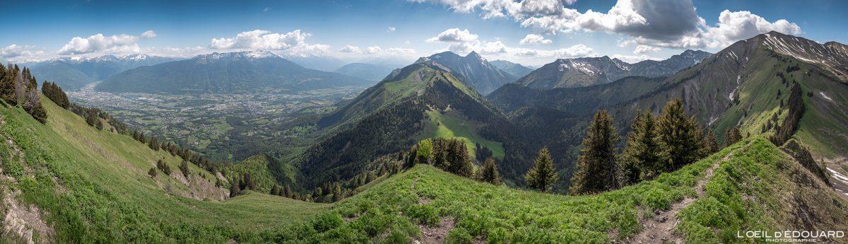 Caminhada Le Parc du Mouton - Vista panorâmica Massif des Bauges Alpes Savoy França Montanha - Paisagem montanhosa Alpes franceses Trilha de caminhada ao ar livre