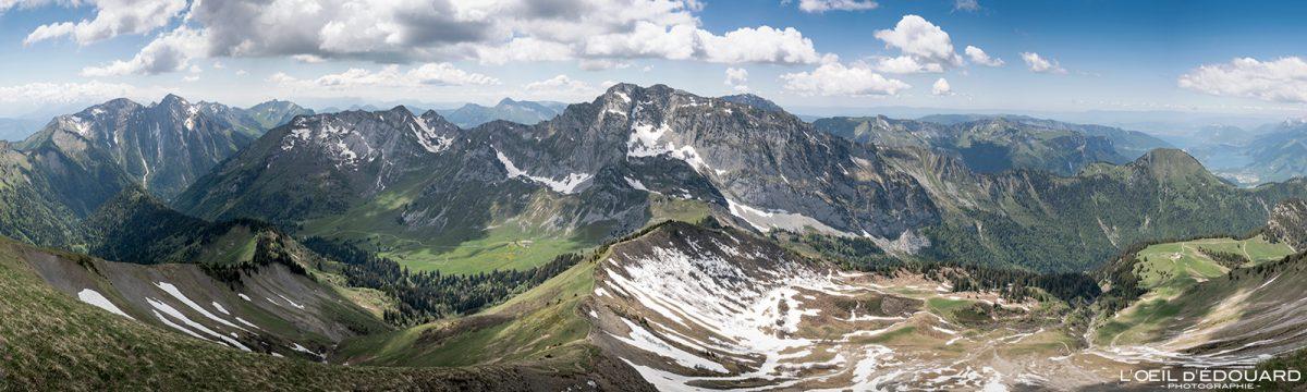 Vista panorâmica do cume de Pointe de Chaurionde - Caminhada Maciço de Bauges Alpes Savoy França Paisagem Montanha - paisagem montanhosa Alpes franceses Caminhada ao ar livre