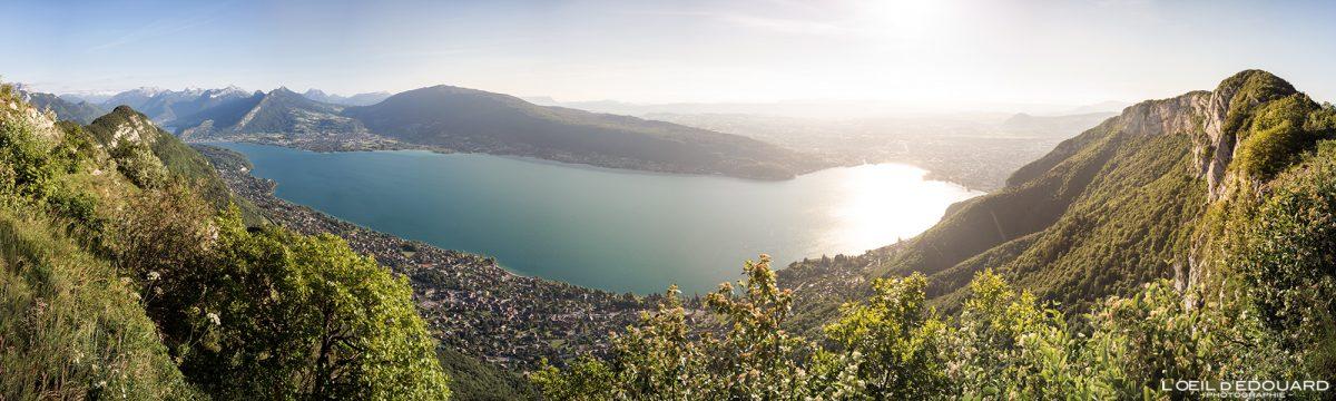 Belvedere antigo teleférico do Mont Baron - vista panorâmica do pôr do sol no Lago Annecy - excursão Mont Veyrier Annecy Alpes Haute-Savoie França paisagem montanhosa - paisagem montanhosa Alpes franceses excursão ao ar livre excursão panorâmica lago pôr do sol