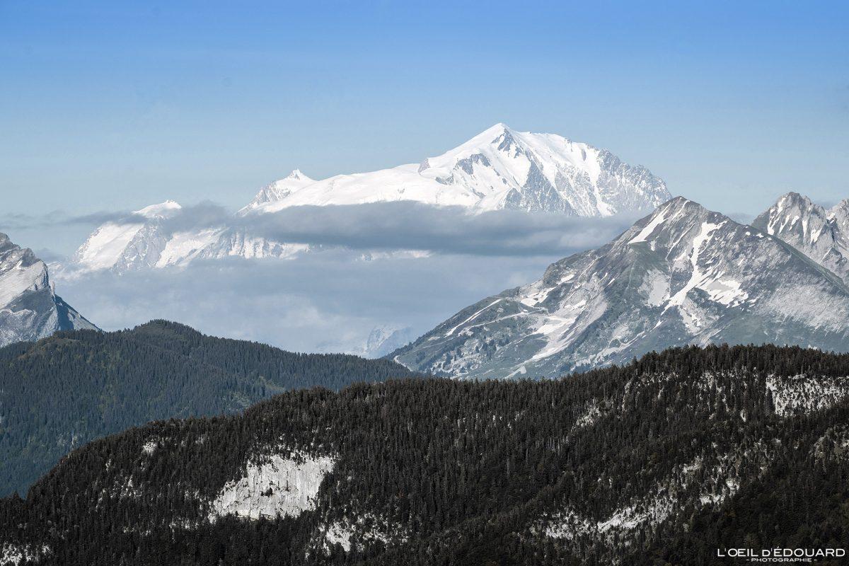 Mont Blanc e Col des Aravis, vista do cume do Mont Baron - Mont Veyrier Annecy Haute-Savoie Alpes França Paisagem Montanha - paisagem montanhosa Alpes franceses Excursão ao ar livre Caminhada vista