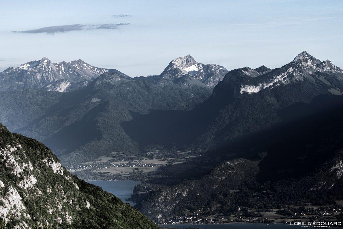 O Maciço des Bauges, vista do cume do Monte Barão - Monte Veyrier Annecy Haute-Savoie Alpes França Paisagem Montanha - Paisagem montanhosa Alpes franceses Caminhadas ao ar livre Caminhadas