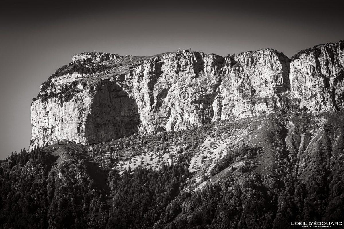Le Parmelan, vista do topo do Mont Baron - Mont Veyrier Annecy Haute-Savoie Alps França Paisagem Montanha - paisagem montanhosa Alpes franceses Caminhadas ao ar livre Caminhadas
