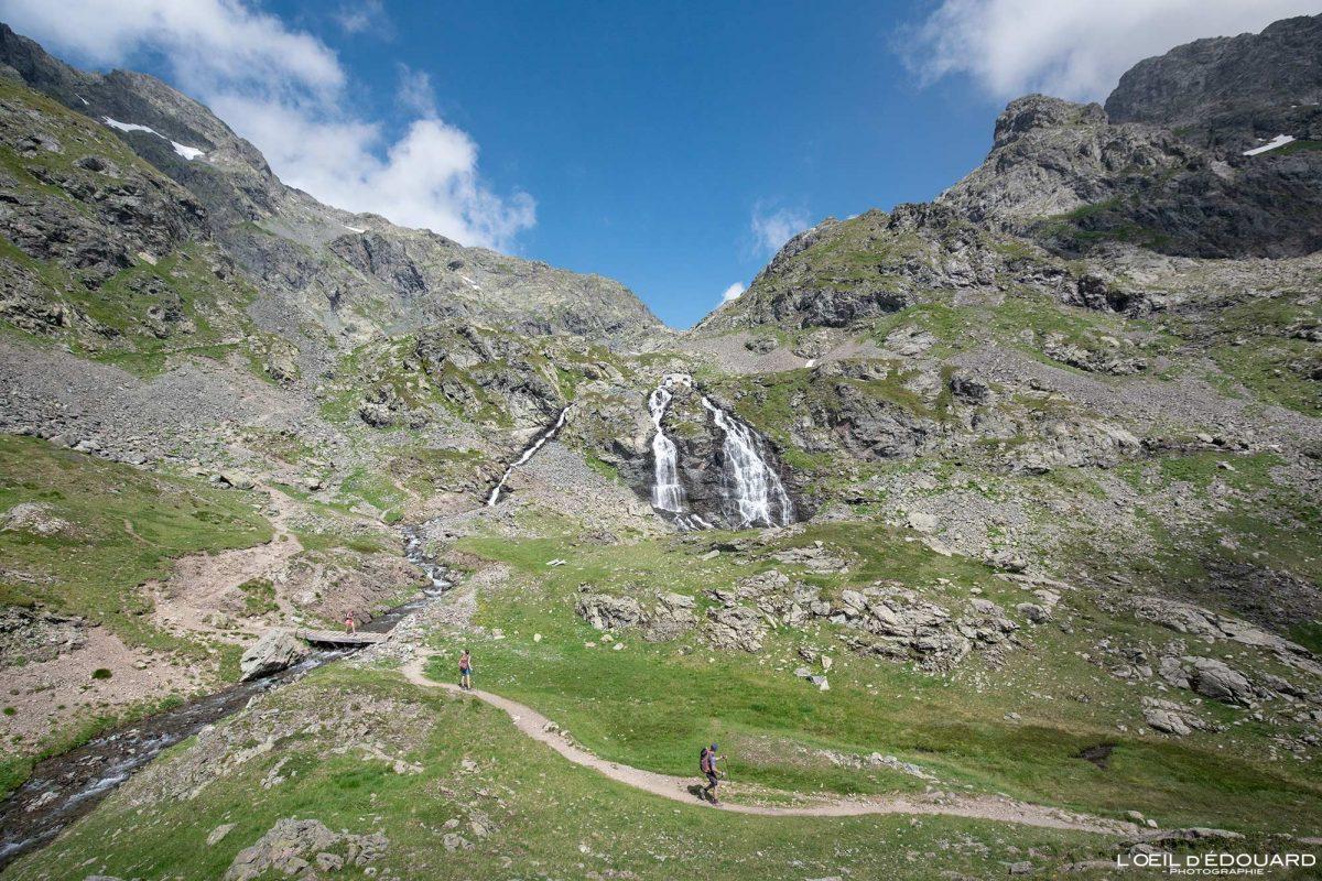 Caminhada Cascade du Domènon Belledonne Isère Alpes França Paisagem montanhosa Caminhadas ao ar livre Caminhadas Cachoeiras nos Alpes Franceses Paisagem montanhosa