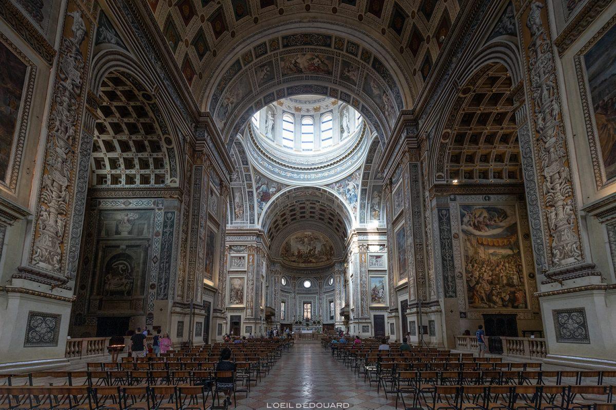 Interior da nave da Basílica de Sant'Andrea, Mântua Itália - Igreja Basílica de Sant'Andrea, Mântua Itália Igreja / arquitetura barroca Leon Battista Alberti