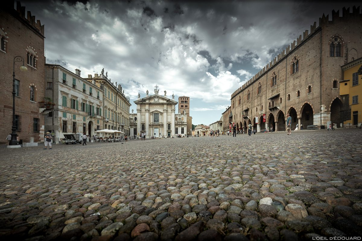 Piazza Sordello, Mantua Itália: Dom de San Pietro de Mantua e Palazzo Ducale de Mantua, Itália Itália