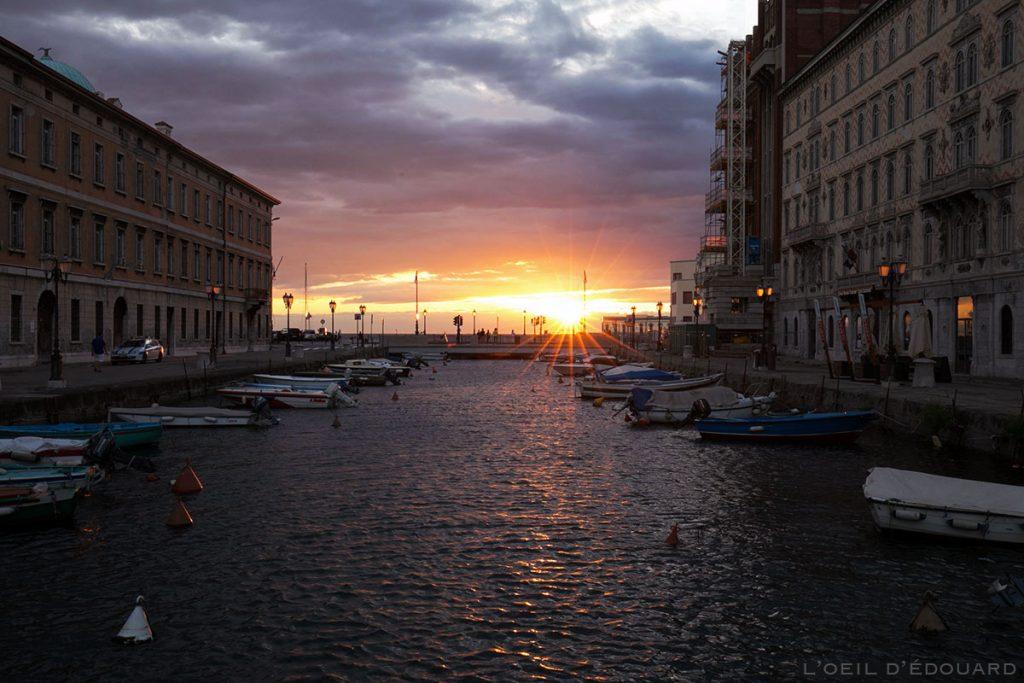 Pôr do sol no Grande Canal de Trieste © L'Oeil d'Édouard