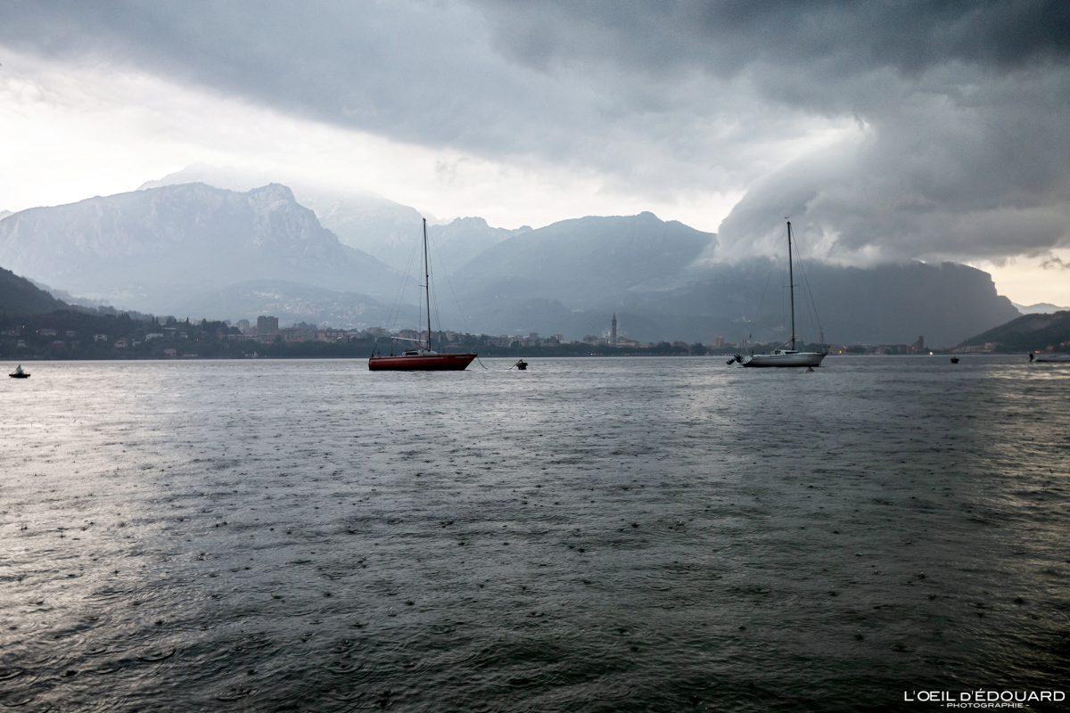 Barcos no Lago de Como Norte da Itália Grandes Lagos Italianos - Lago de Como Itália Norte da Itália Barcos vistos no mar