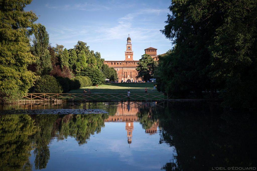 Castelo Sforzesco em Milão - O Castelo Sforza medieval em Parco Sempione em Milão © The Eye of Edward