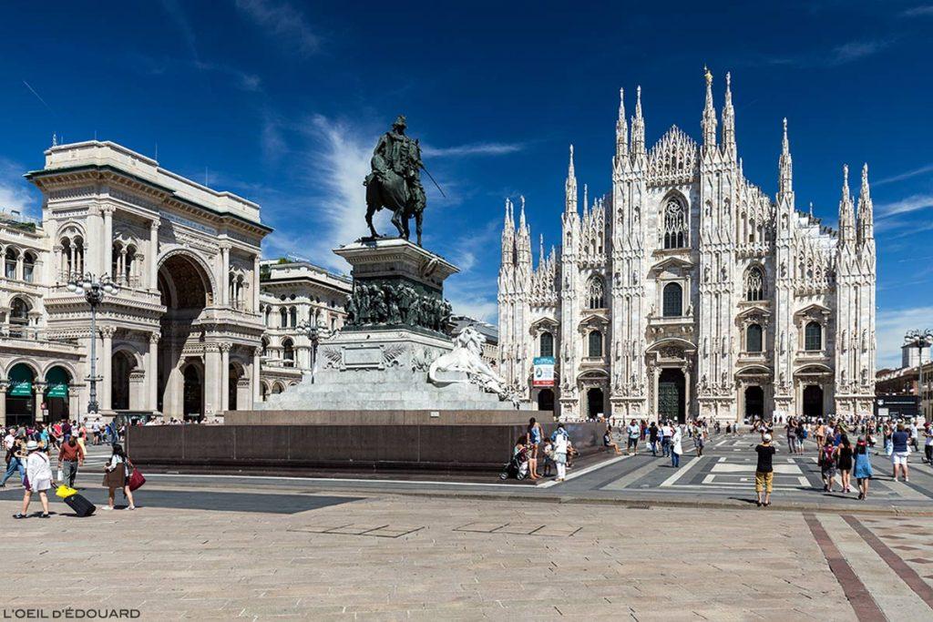 Piazza del Duomo em Milão: a Galleria Vittorio Emanuele II, a estátua equestre de Vittorio Emmanuele II e a fachada do Duomo - Catedral de Milão © L'Oeil d'Édouard