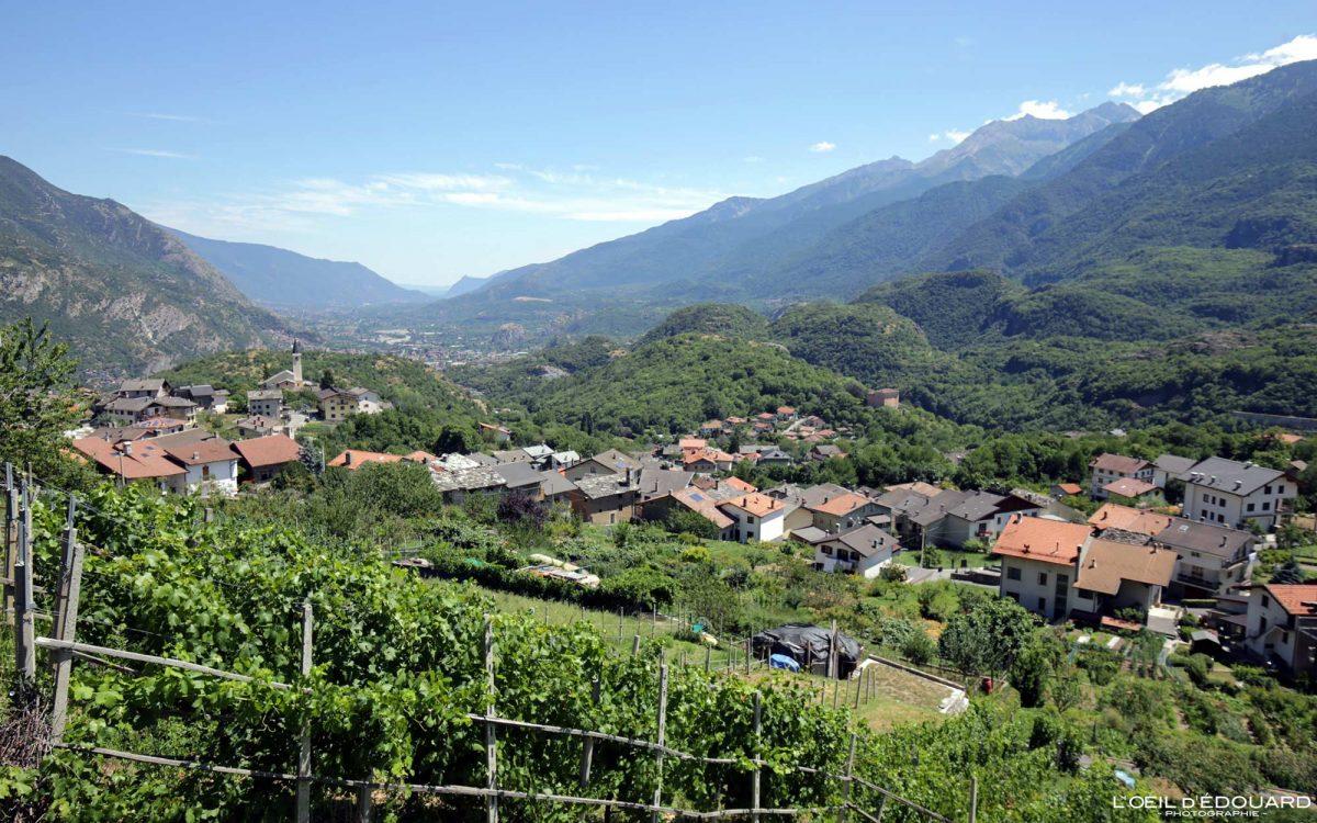 Aldeia do Vale de Susa Viagem por estrada Alpes do norte da Itália Piemonte Paisagem montanhosa - Susa Piemonte Itália Alpes do Norte Paisagem montanhosa