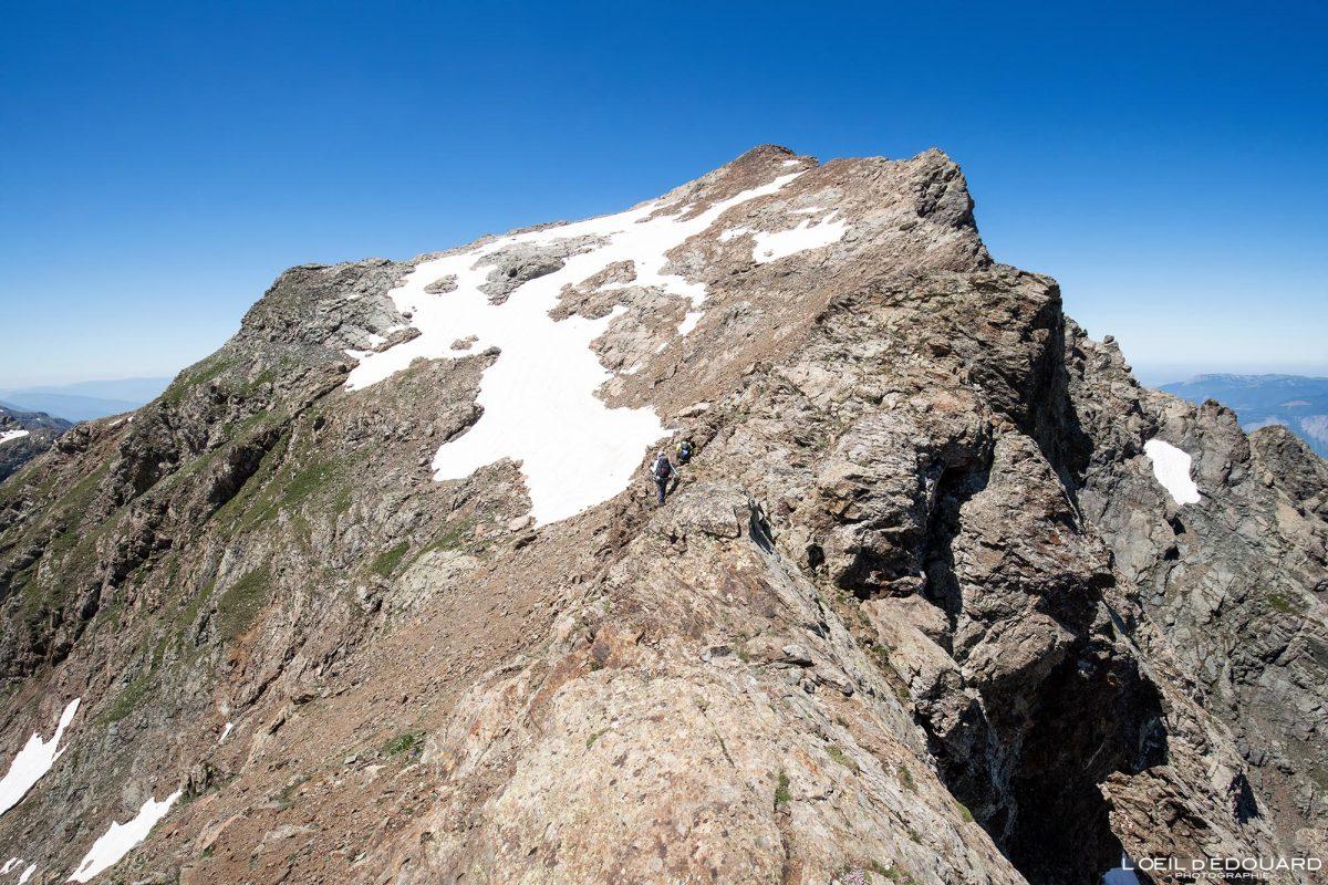 Grande Lance de Domène Belledonne Isere Alpes França caminhada paisagem do pico da montanha caminhada ao ar livre caminhada no cume dos Alpes franceses paisagem montanhosa
