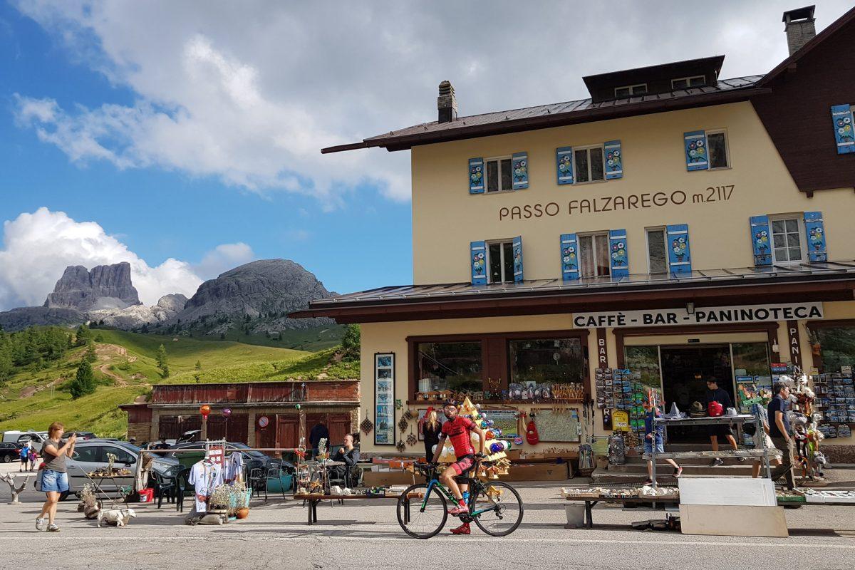 Paisagem Montanha Dolomitas Alpes Ciclismo Col Passo Falzarego Itália Itinerário Alpes italianos Paisagem montanhosa Itália Ciclismo Ciclismo Dolomitas Itália