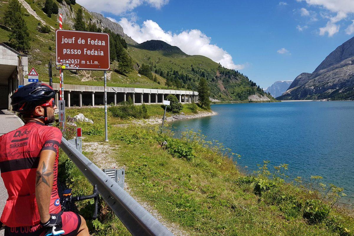 Paisagem Montanha Dolomitas Alpes Ciclismo Ciclismo Lago Col de Fedaia Lago Fedaia Itália Alpes italianos Itinerário Paisagem montanhosa Itália Ciclismo Ciclismo Passo Lago Fedaia Lago Fedaia Dolomitas Itália