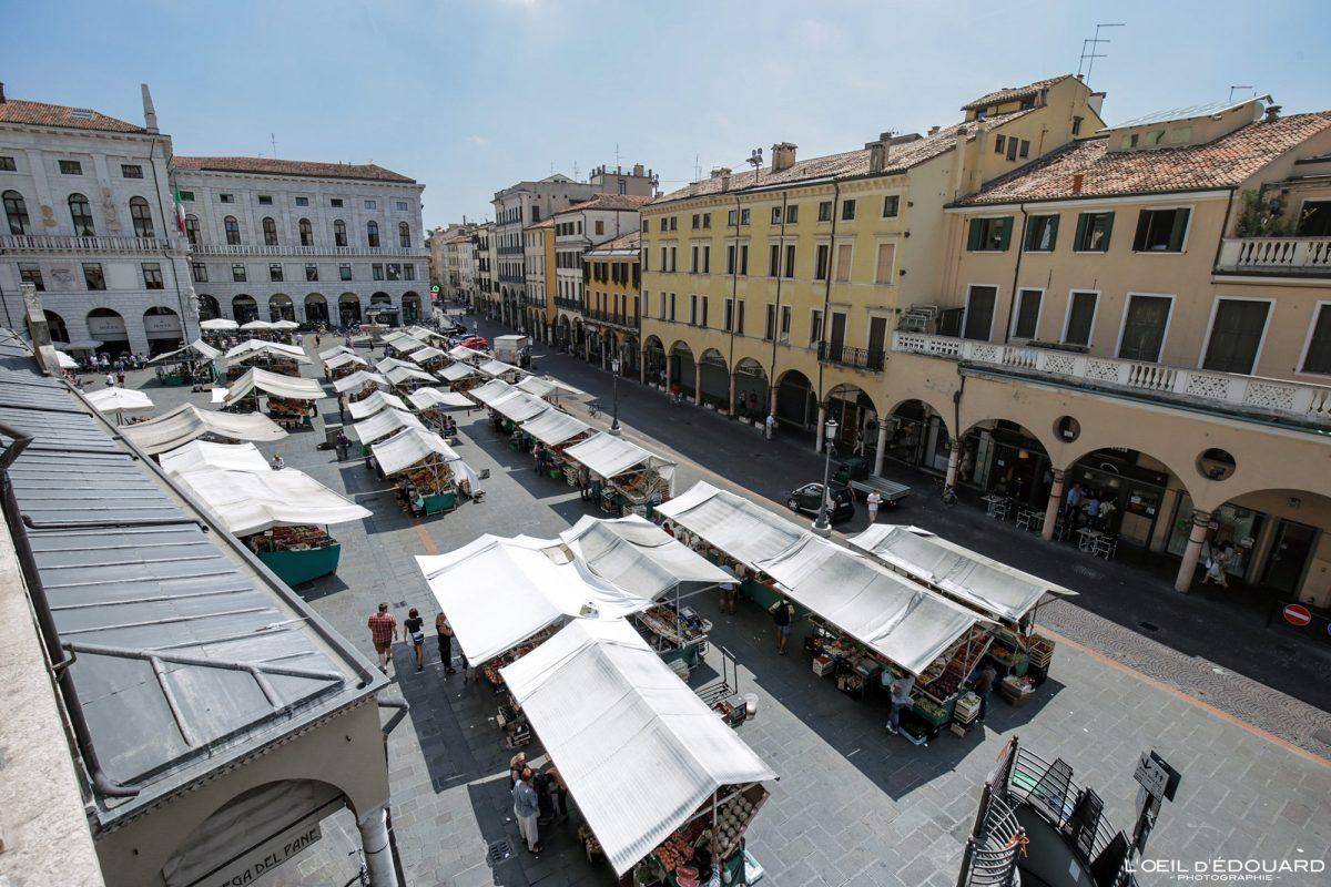Mercado de ervas Pádua Itália - Piazza delle Erbe Padua Itália Praça italiana Mercado de comida italiana