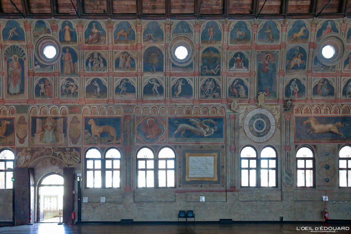 Afresco dentro do Palazzo della Ragione, Pádua Itália - Pintura mural de Pádua Itália Itália