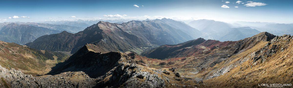 Vista do Grande Arco: cordilheira Lauzière e vale Maurienne. Alpes Savoy França Caminhada Paisagem de montanha Outono Alpes franceses ao ar livre Paisagem de outono Caminhada nas montanhas