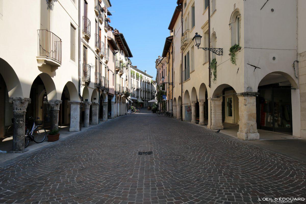 Rua Vicenza Itália Vêneto - Corso Antonio Fogazzaro Vicenza Itália Vêneto Itália paisagem urbana de rua