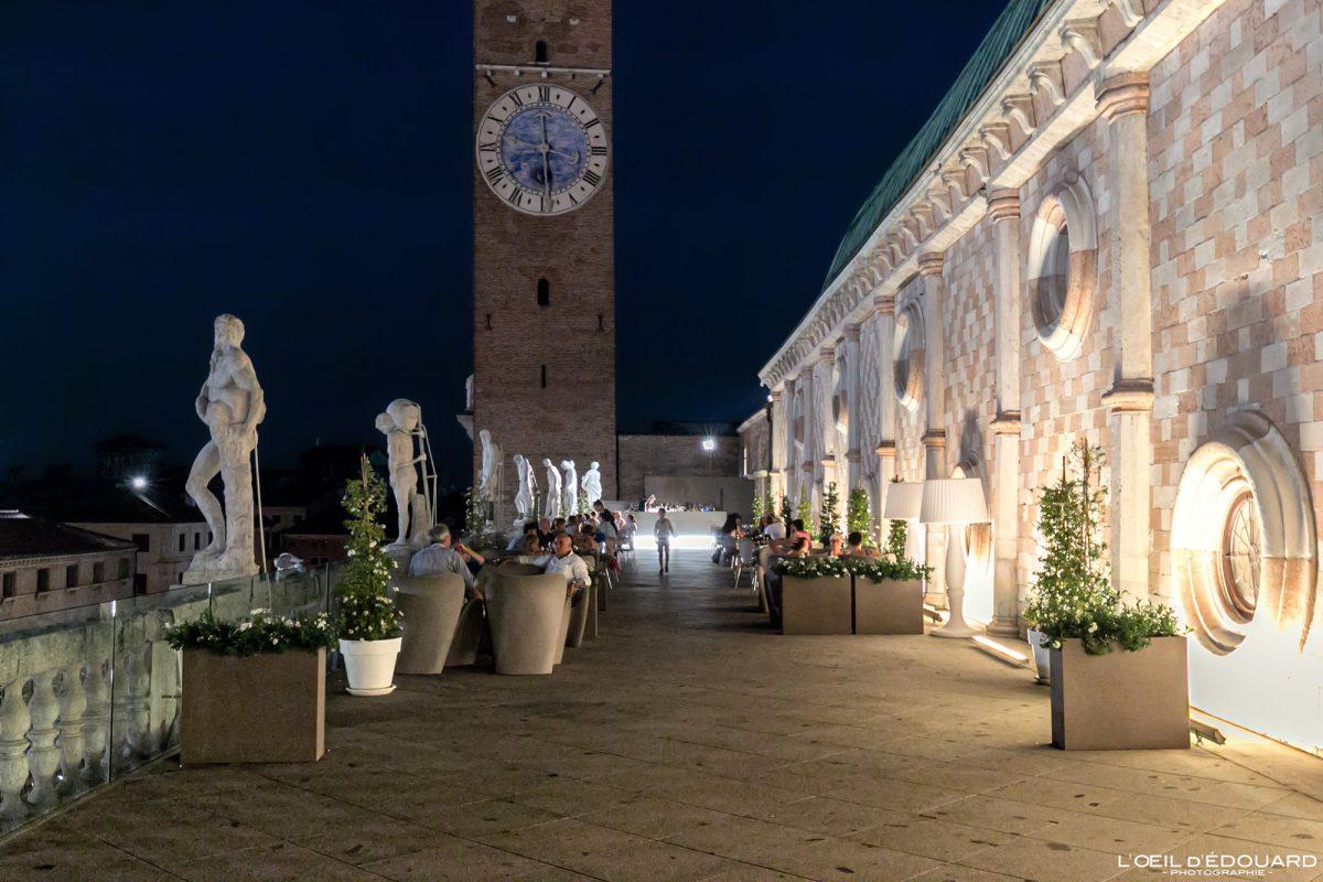 O terraço da Basílica Palladiana Vicenza Itália Vêneto - Terraço Basílica Palladiana Vicenza Itália Vêneto Arquitetura da Itália à noite