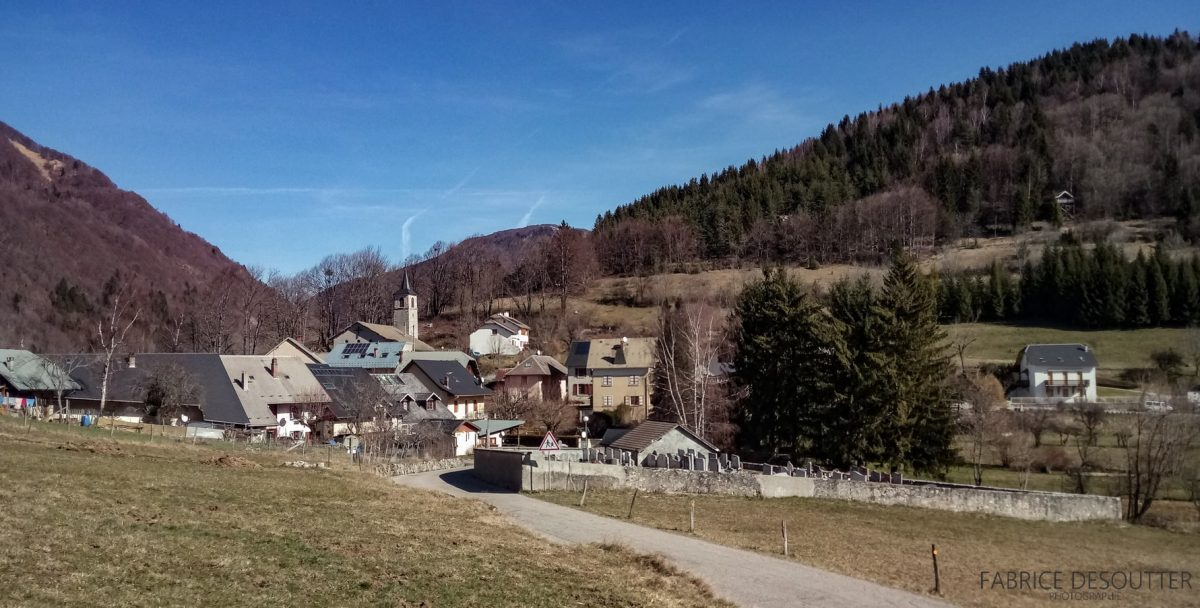 Aldeia do Maciço de La Thuile des Bauges - ciclismo - paisagem de montanha ao ar livre road bike paisagem de montanha