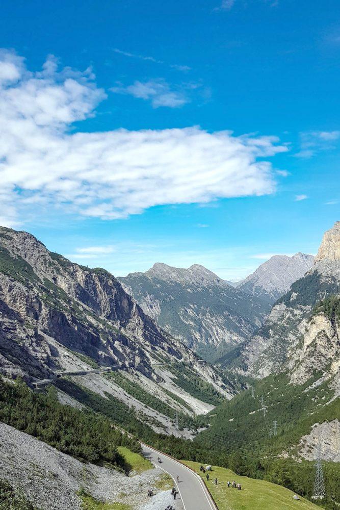Alpes paisagem montanhosa bicicleta bicicleta Col de Stelvio Itália Alpes italianos paisagem montanhosa Ciclismo Itália Passo del Stelvio
