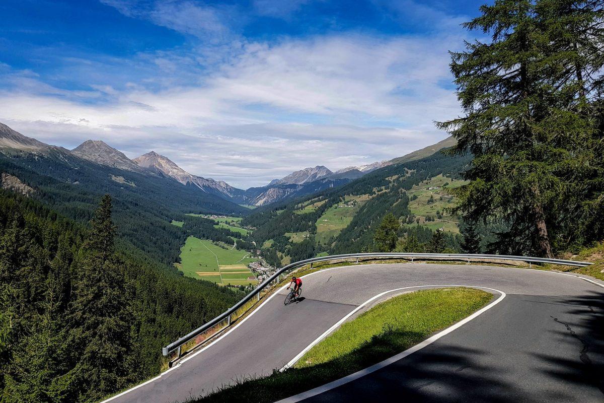 Paisagem Montanha Alpes Bicicleta Ciclismo Col de l'Ombrail Itália Alpes Italianos Caminho de montanha Paisagem Itália Ciclismo Col de l'Ombrail ciclismo Giogo di Santa Maria Itália