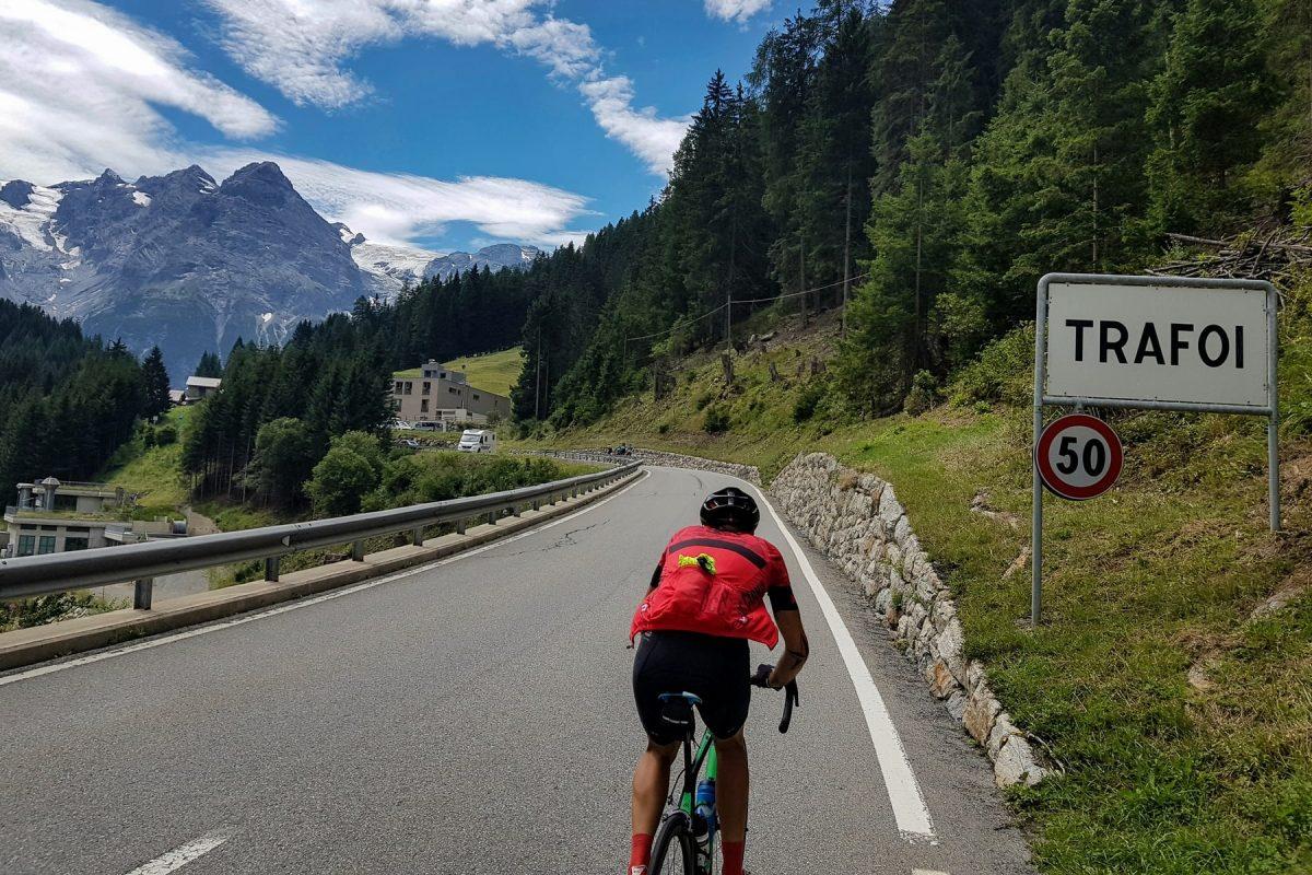 Trafoi montanha paisagem Alpes bicicleta bicicleta Col de Stelvio Itália Alpes italianos estrada paisagem montanhosa Itália Ciclismo Itália Passo del Stelvio