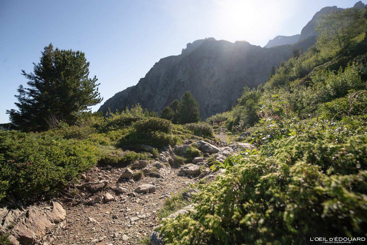 Pista de caminhada Lac du Crozet Belledonne Isere Alpes França paisagem montanhosa caminhada ao ar livre caminhada na paisagem montanhosa dos Alpes franceses
