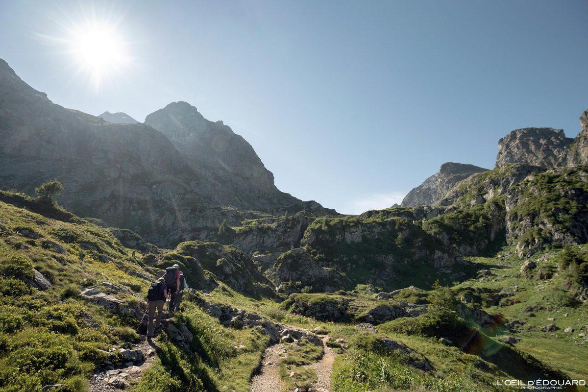 Trilha de caminhada Lac du Crozet Belledonne Isere Alpes França paisagem montanhosa caminhada ao ar livre na paisagem montanhosa dos Alpes franceses