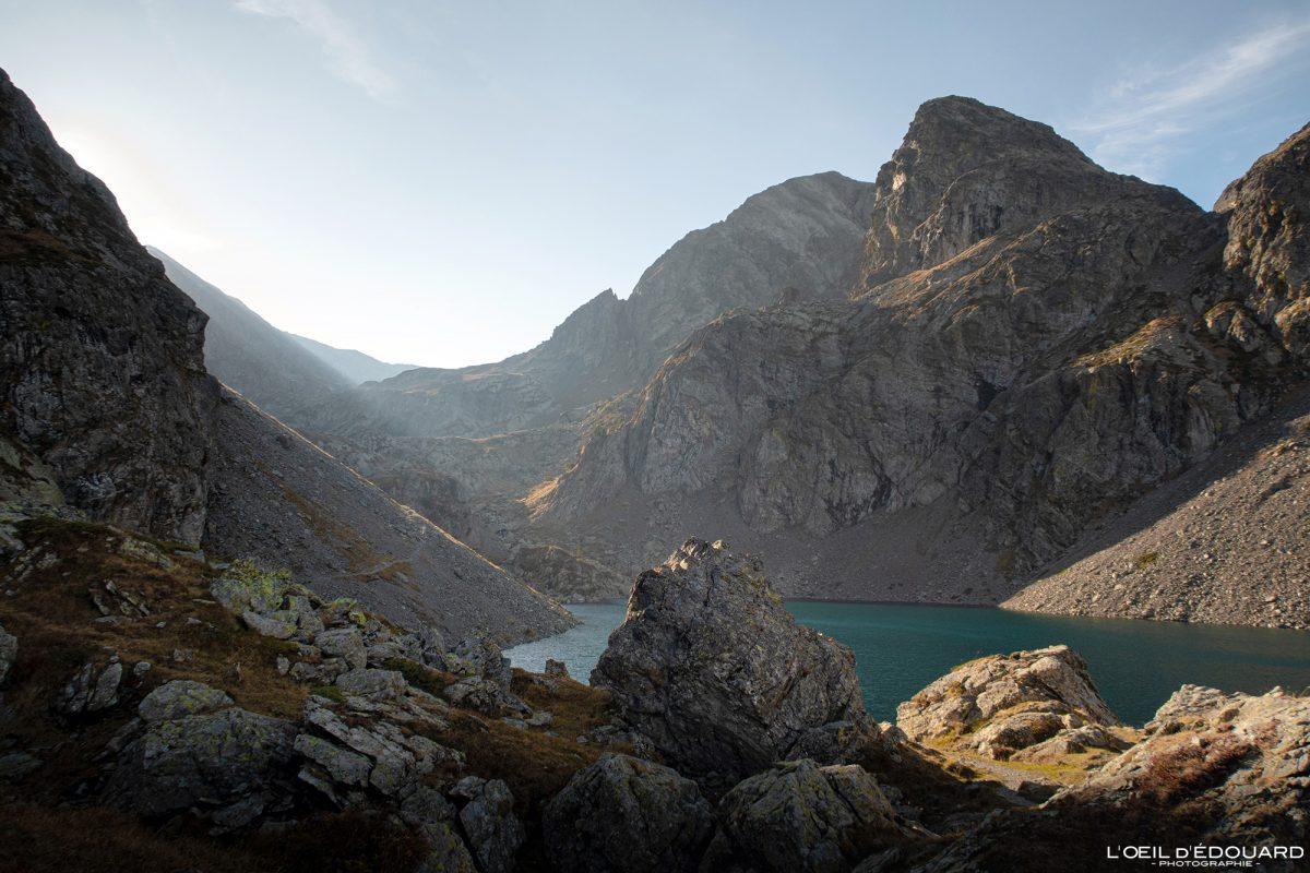Caminhada Alpes franceses Lago de Crozet Belledonne Isère Paisagem de montanha Caminhada ao ar livre na montanha