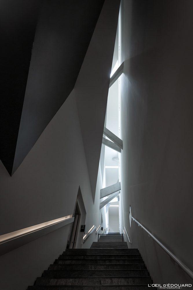 Escadaria Linha de continuidade Museu Judaico de Berlim Alemanha - Linha de continuidade Museu Judaico Alemanha Alemanha Linha de continuidade Museu Judaico Escadas Arquitetura Daniel Libeskind