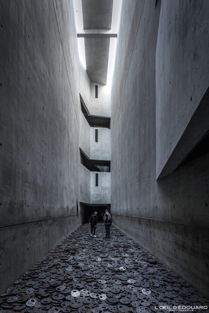 Shalekhet (1997-2001) Menashe Kadishman - Arquitetura da Memória Vazia Museu Judaico de Berlim Alemanha - Museu Judaico da Alemanha Arquitetura da Memória Vazia Daniel Libeskind