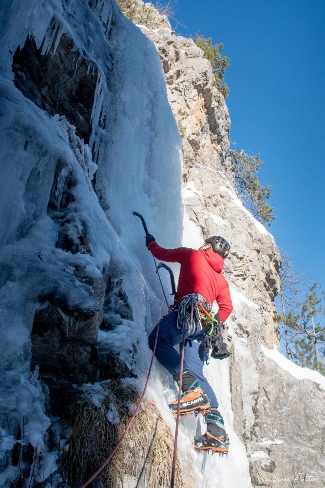Alpinismo Kaskade de Glace Nadia Les Orres Ubaye Altos Alpes França Montanha Inverno ao ar livre Escalada no gelo Montanhismo Alpes franceses Montanha Inverno