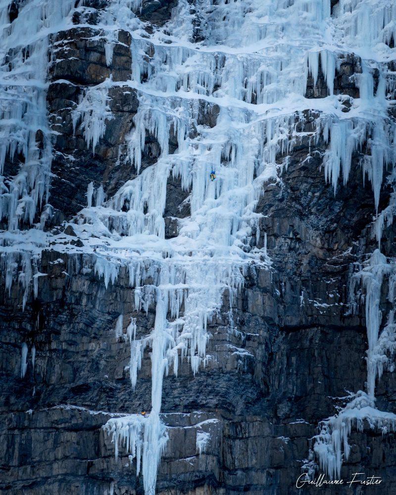 Montanhismo Cascade de Glace Happy Together / Eispokalypse Freyssinière, Tête de Gramusat Maciço des Ecrins Altos Alpes Alpes França Inverno nas montanhas Escalada no gelo ao ar livre Montanhismo Alpes franceses Inverno nas montanhas