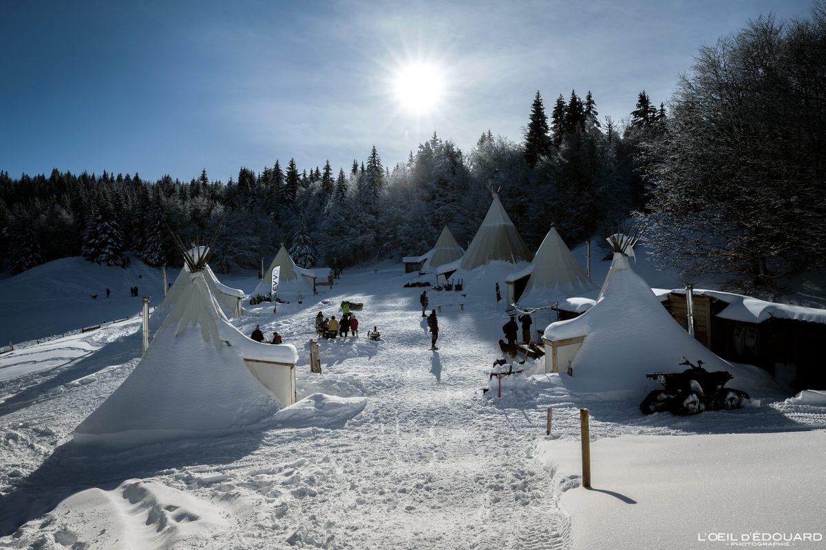 Aldeia Tipi Le Revard Chalets de Crolles Caminhada com raquetes de neve Massif des Bauges Alpes Savoie Paisagem Montanha Neve Inverno França Neve Inverno Exterior França Alpes franceses Paisagem montanhosa