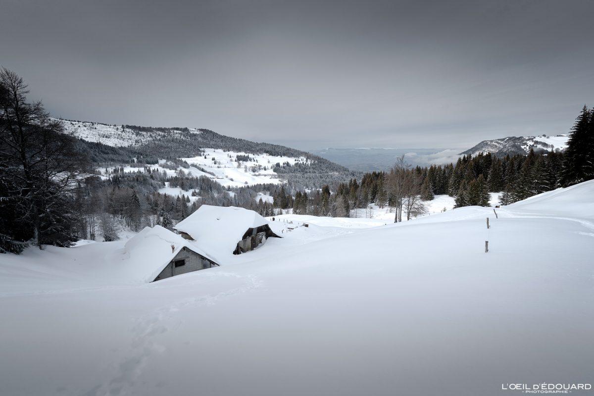 Chalés Peisse Bernard Caminhada Sapatos de neve Croix des Bergers Le Revard Massif des Bauges Alpes Savoie Paisagem Montanha Neve Inverno França Neve Exterior Inverno França Montanha Alpes franceses