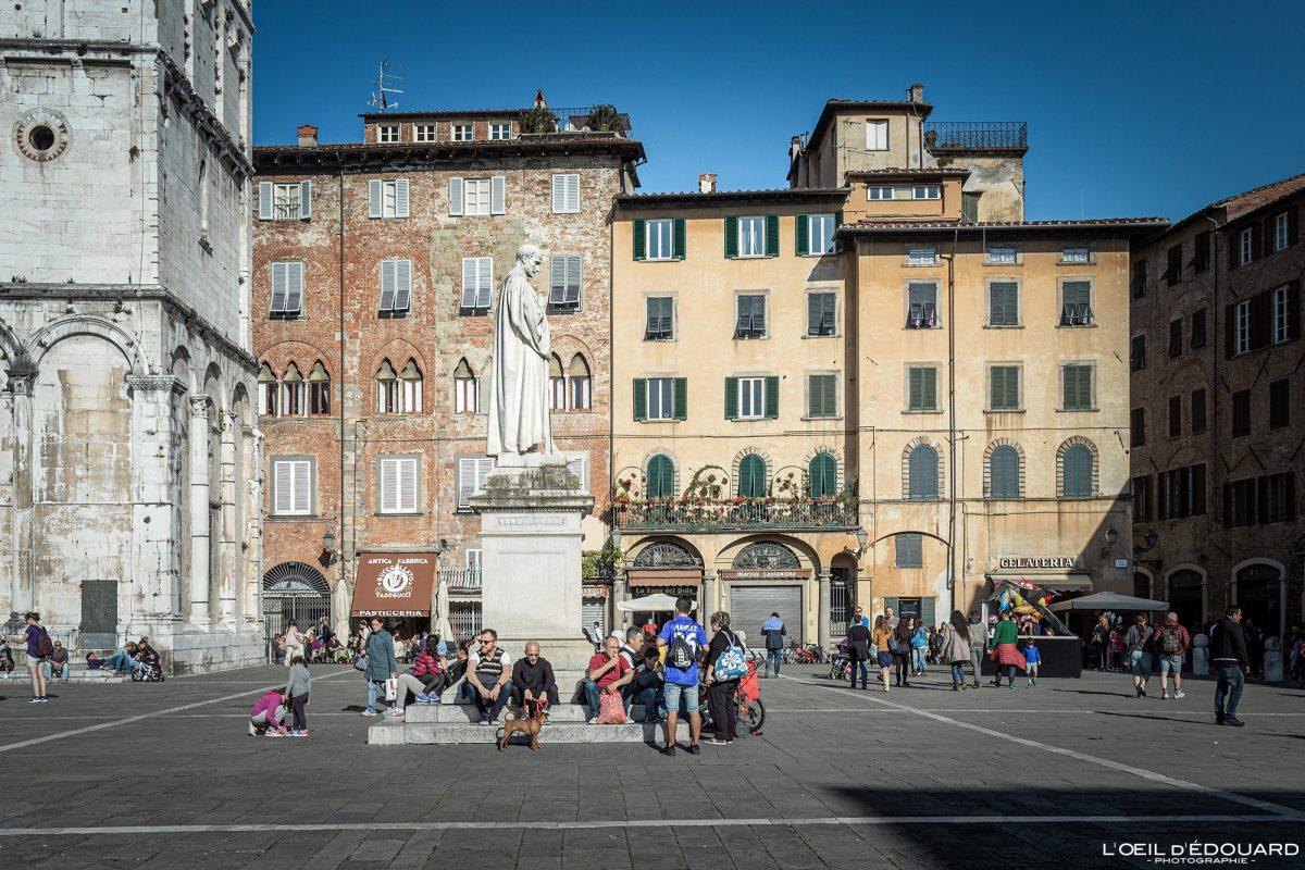 Lucca Toscana Itália Viagem Turismo - Piazza San Michele Lucca Toscana Viagem Itália Toscana Praça italiana
