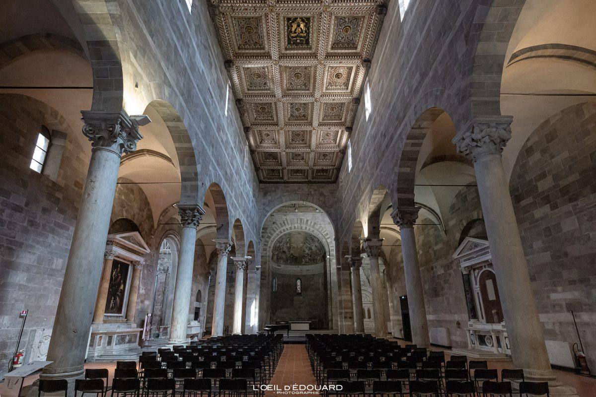 Interior da Igreja Lucca Igreja Toscana Itália Viagem Turismo - Igreja de Santi Giovanni e Reparata Lucca Toscana Itália Viagem Itália Toscana Igreja Italiana Arquitetura