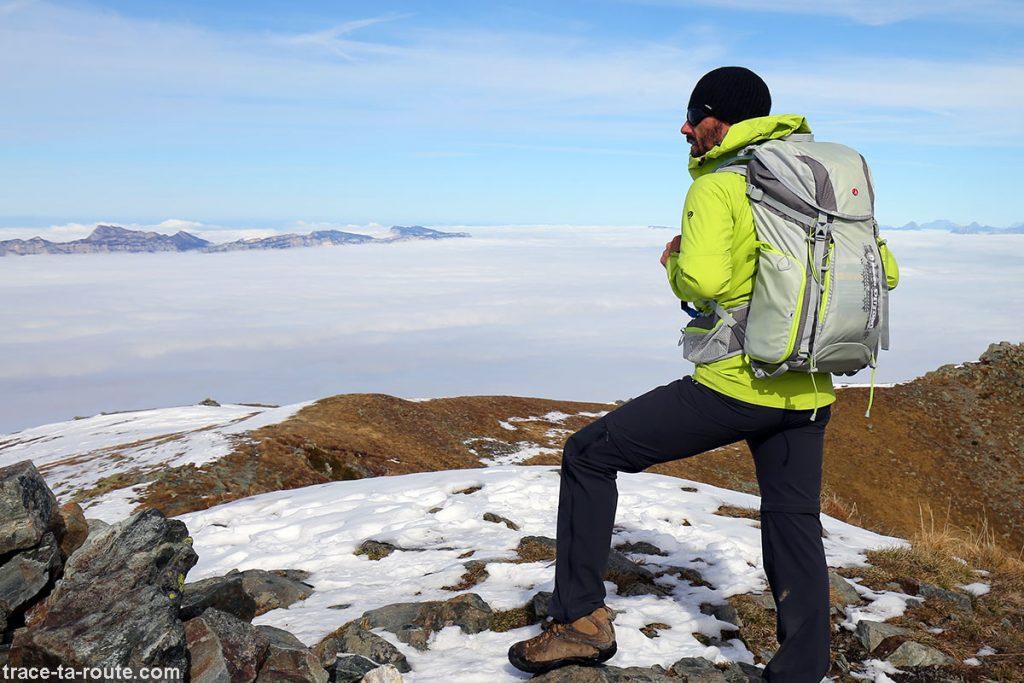 Mochila MANFROTTO OFFROAD 30L para uma excursão fotográfica sobre um mar de nuvens nos Alpes