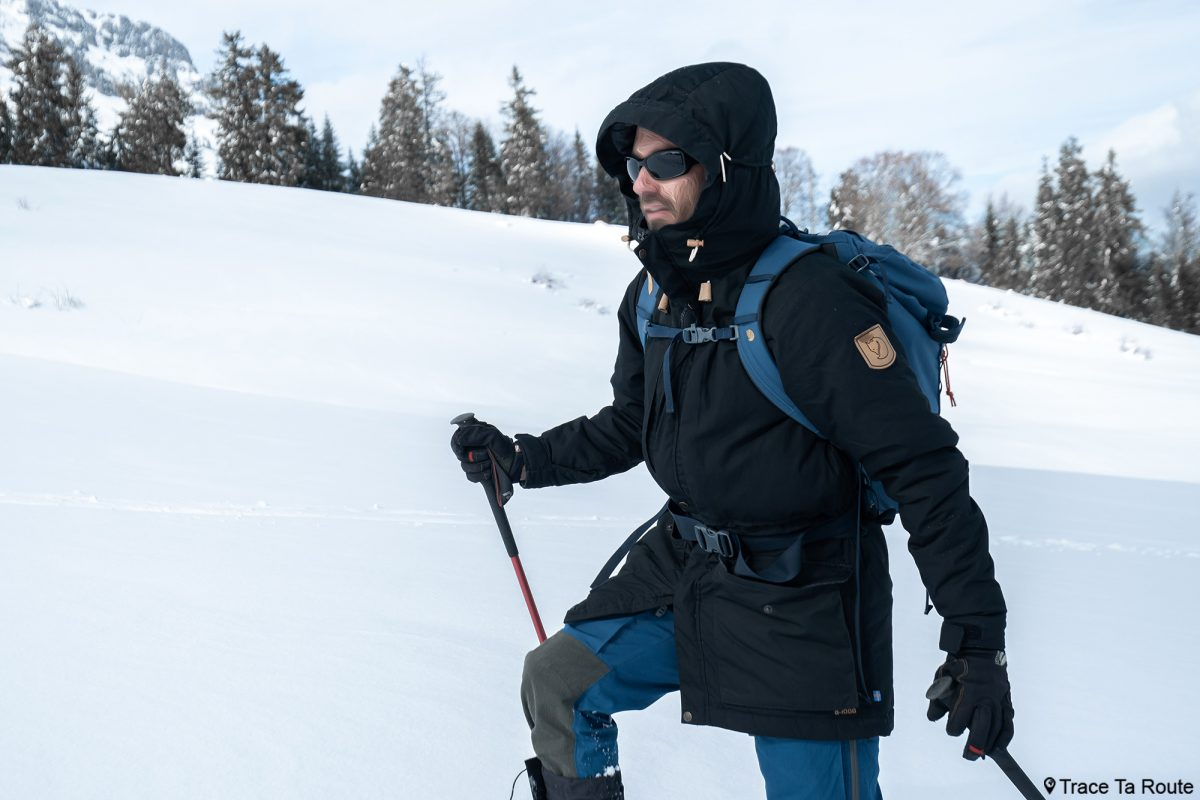 Experimente a jaqueta parka acolchoada Fjällräven Singi em lã avaliação externa inverno neve inverno raquetes de neve inverno
