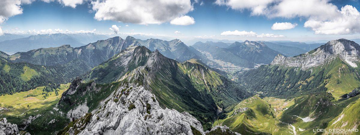 Vista de cima Arcalod Massif des Bauges Savoie Alps França Caminhada Paisagem montanhosa - Paisagem montanhosa Alpes franceses Caminhadas ao ar livre Caminhada
