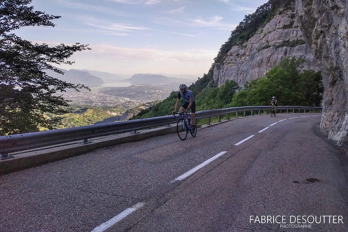 Ciclismo Bicicleta Route du Col du Granier maciço de Chartreuse Savoy Alps França - paisagem montanhosa ao ar livre Alpes franceses paisagem montanhosa bicicleta de corrida