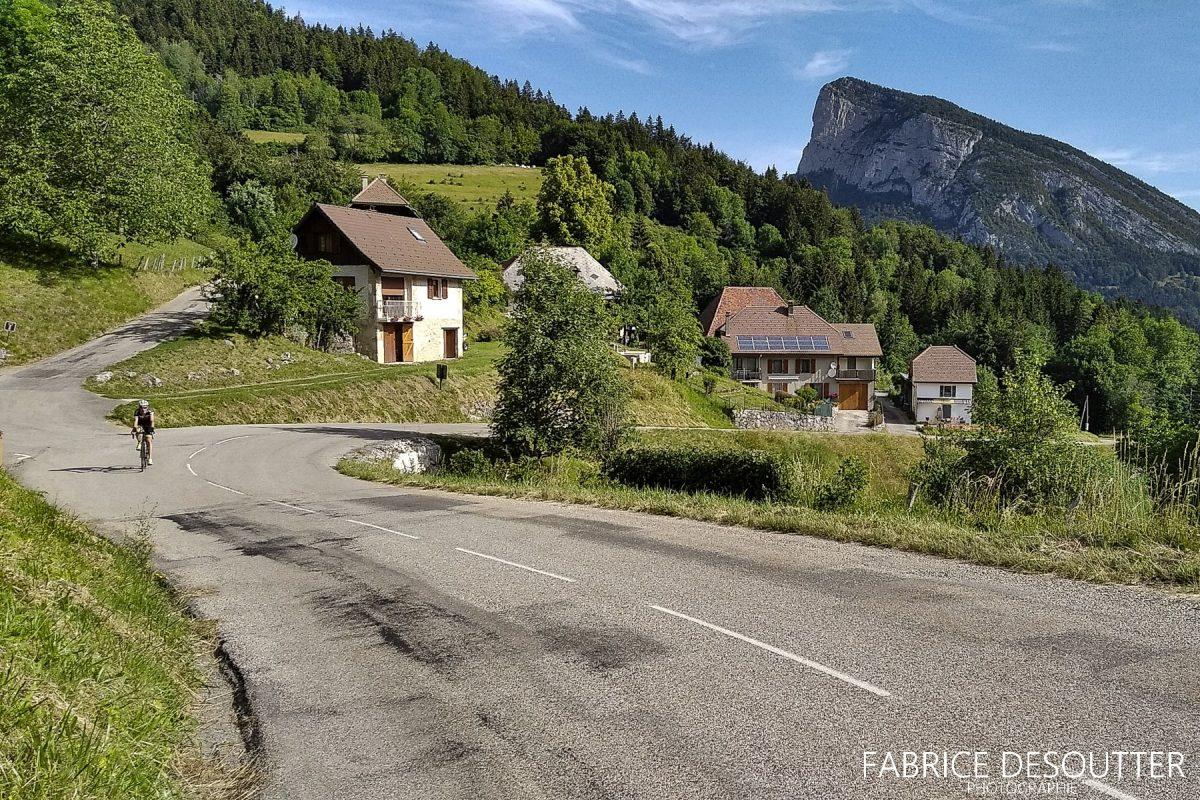 Ciclismo Ciclovia Maciço de Col du Cucheron Saint-Pierre-d'Entremont Chartreuse Isère Alpes França - Paisagem montanhosa ao ar livre Alpes franceses Paisagem montanhosa Bicicleta de corrida