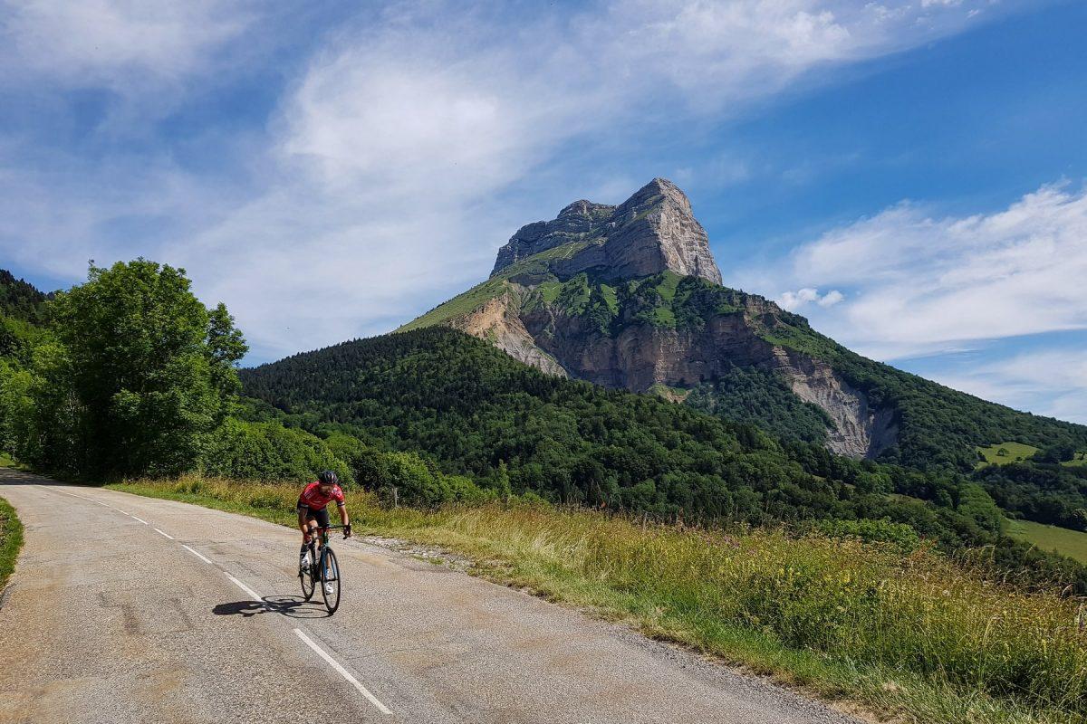 Ciclismo Bicicleta de corrida Col du Coq Maciço Dent de Crolles Chartreuse Isère Alpes França - Paisagem de montanha ao ar livre Alpes franceses Paisagem de montanha Bicicleta de corrida