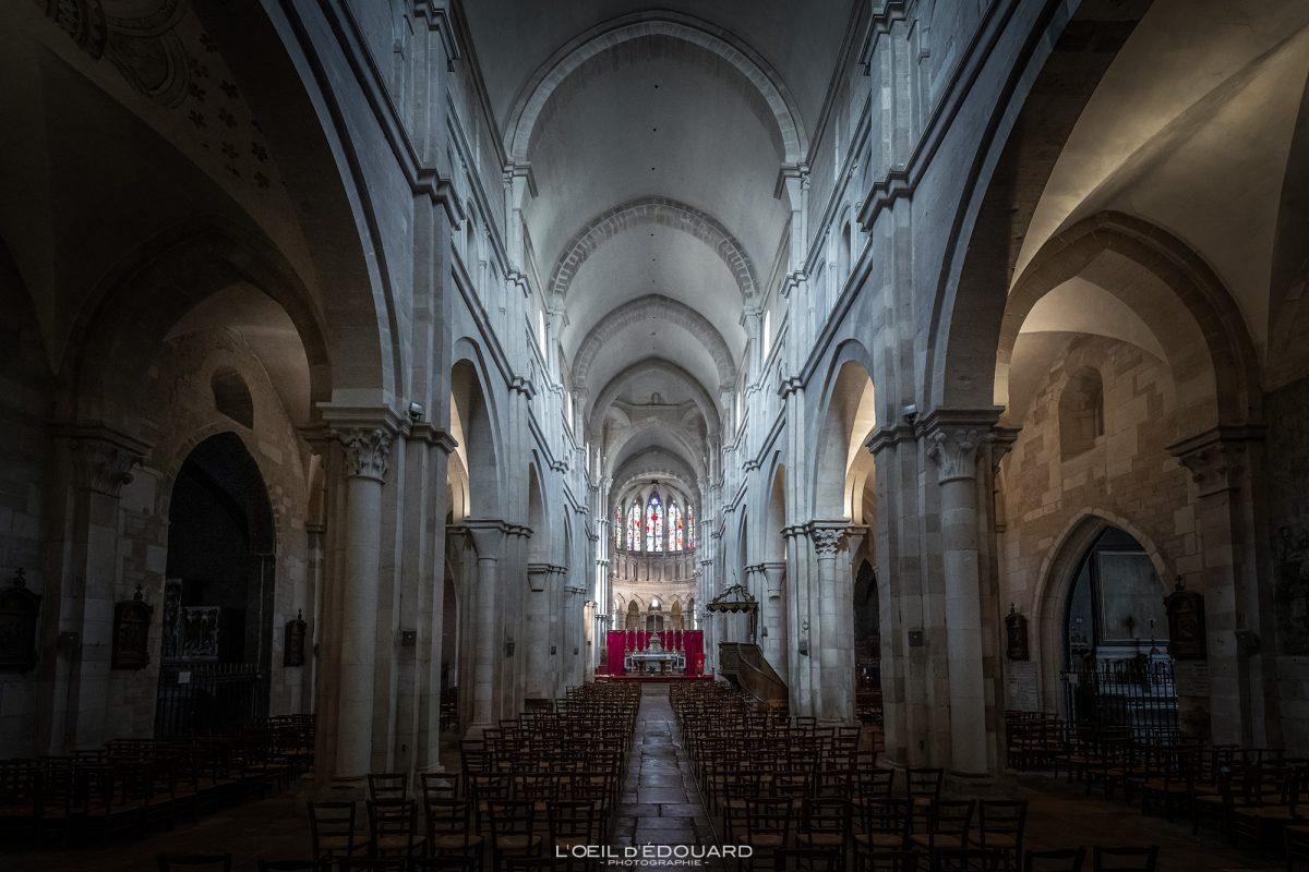 Nave interna Basílica de Notre-Dame Beaune Borgonha França Igreja gótica Arquitetura gótica