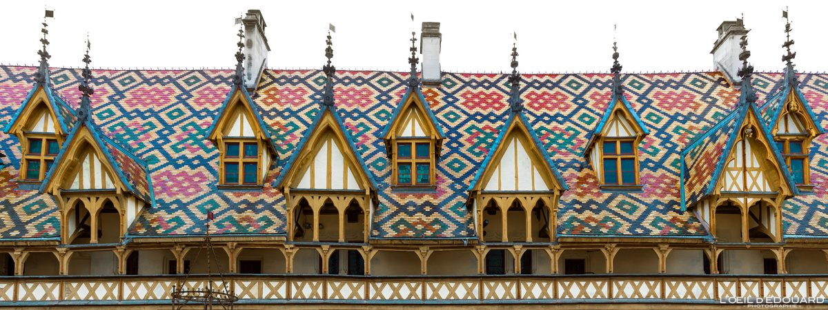 Telhado da arquitetura do Hôtel-Dieu Hospices de Beaune Burgundy França