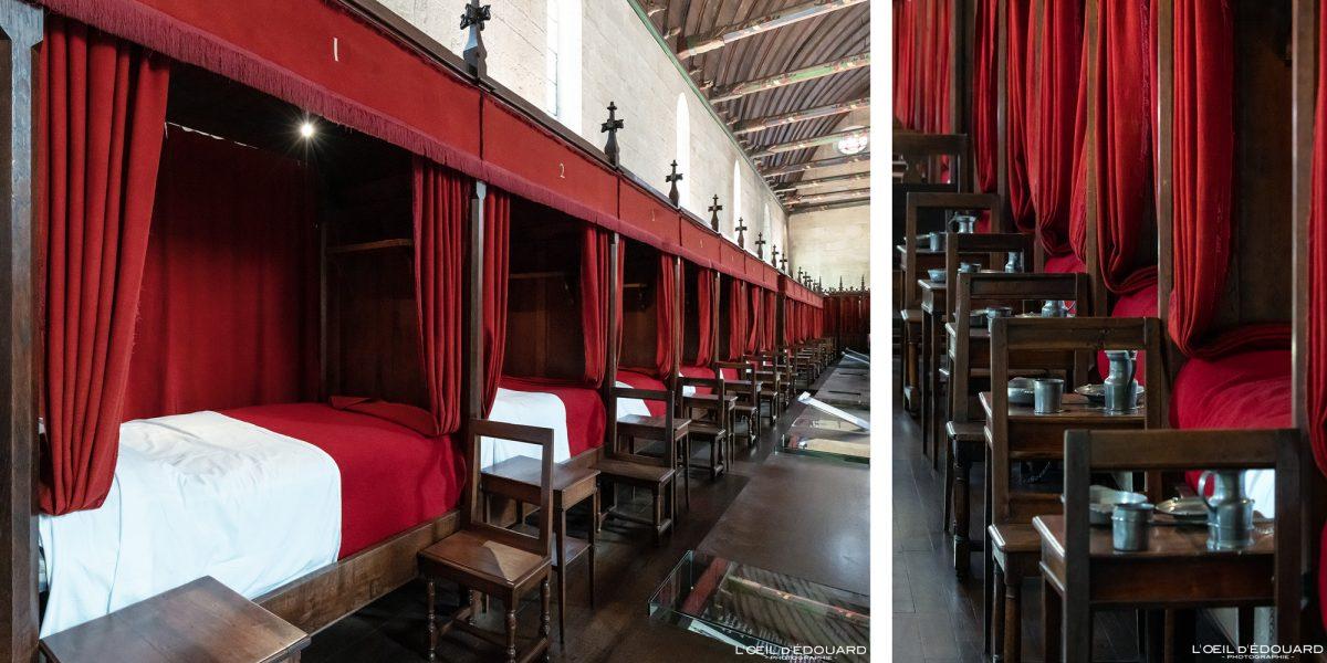 Quartos Salle des Pôvres Hotel-Dieu Hospize de Beaune Borgonha França Arquitetura