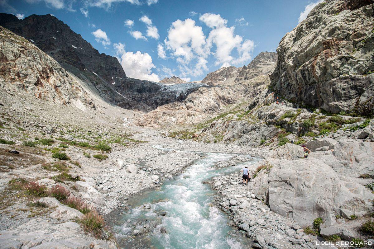 Torrent du Glacier Blanc Caminhada Refuge du Gletscher Blanc Maciço de Ecrins Hautes-Alpes França Paisagem montanhosa - rio montanha paisagem Alpes franceses Caminhadas ao ar livre